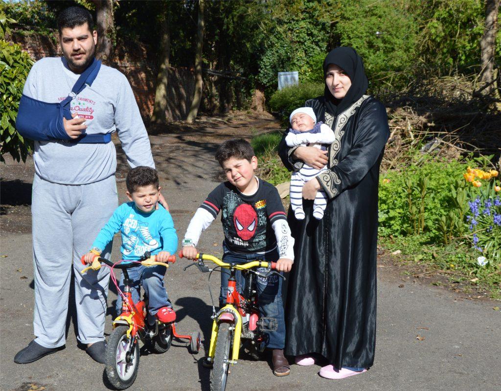 Vader Ahmad Chwihna (29), moeder Walaa Borgol (24), en hun drie kinderen.
